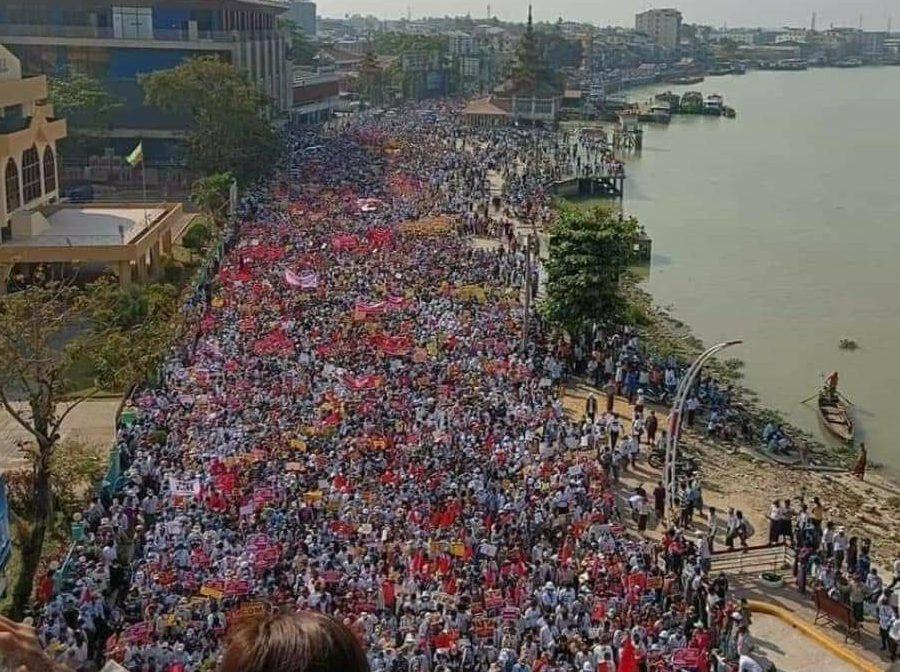 Huelga contra el golpe en Myanmar