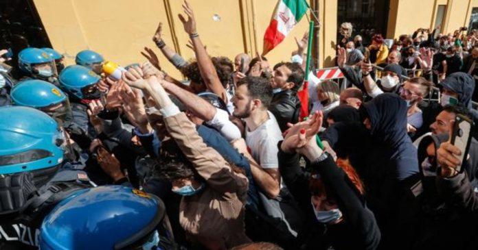 Protestas contra las restricciones en Italia